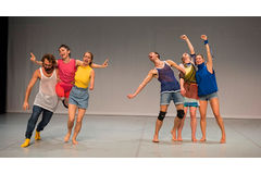 Dancing Nation - Face In (Candoco Dance Company). Zdroj: Sadler's Wells.